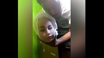 Порка пышногрудой женщины с коллегой с ануслингом и сексом в пердак до криков