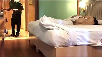 Брат от первого личика пердолит с большими сиськами сестричку в кровати