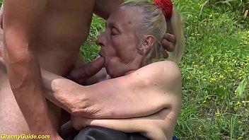 Азиатка с шикарными дойками пересаживается мандой с хуя на хуй