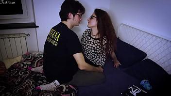 Белокурая шлюха лижет анальное отверстие своей подружке перед вебкамерой