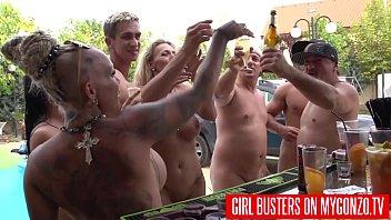 Групповой секс в ночном клубе с отпадными телочками