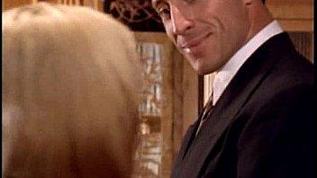 Мускулистый парень в офисе отлизал коротко стриженой старушке попочка и шмоньку и вдул ей на столе
