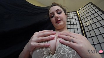 Голые куколки с широко открытыми ртами получают кончу на мордашки