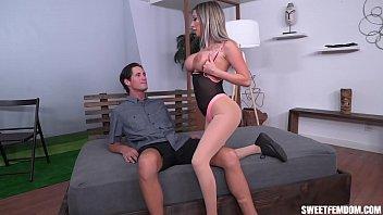 Жена занялась порно с благоверным