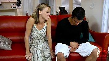 Юный озорник реализовал замужней милфе куни и отъебал её в пилотку раком и на боку