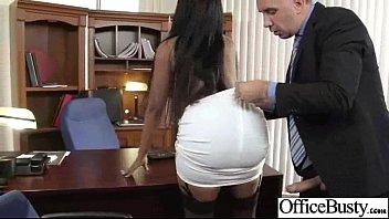 Блондиночка разыгрывает однокурсника на секс и томно лижет его пенис